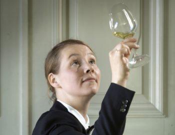 Ravintolapäällikkö, sommelier Saara Alander