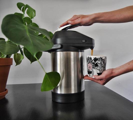 Termoksessa kahvi ei kuumene uuttamisen jälkeen eikä altistu niin paljon hapelle.